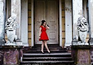Czerwona sukienka studniówka