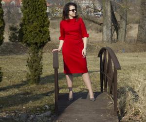 sukienka z czerwonej dzianiny