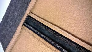 spódnica po lewej stronie