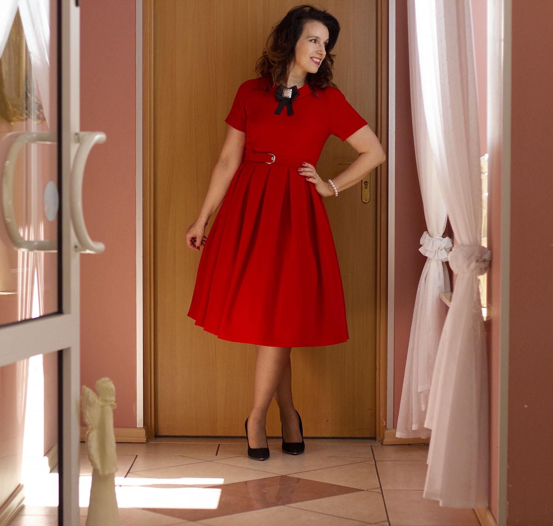 sukienka w malinowym kolorze